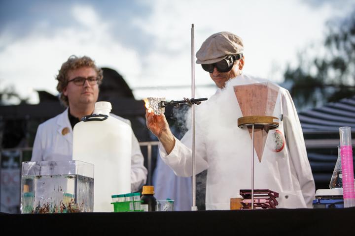 SpecsEx Experimentalvorlesung | Dr. Olaf TImpe & Dr. Michael Scherzer